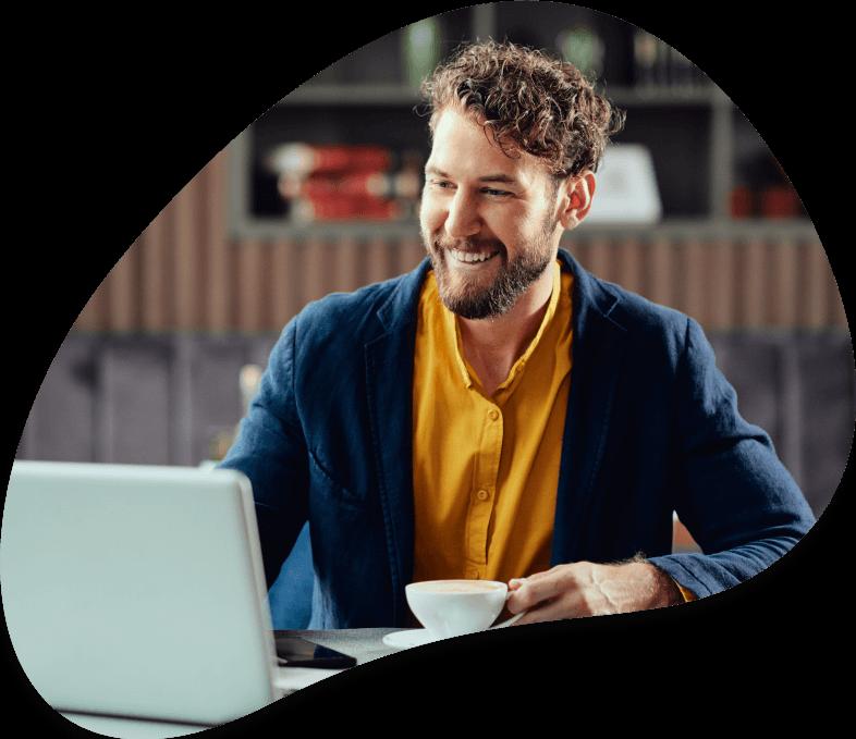 empresário a trabalhar com o software de gestão