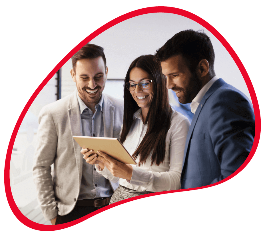 gestores de empresas a consultar dados do negócio no software de gestão PHC